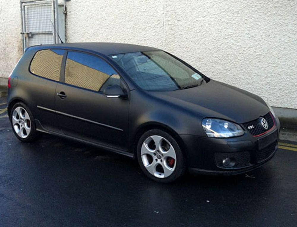 VW Golf 5 matte black wrap