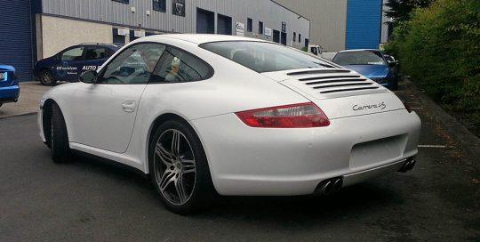 Porsche 911 white gloss wrap