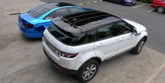 Range Rover Evoque black roof vinyl wrap